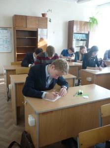 Победитель турнира среди 11-х классов Шулепов Дмитрий во время выполнения конкурсных заданий