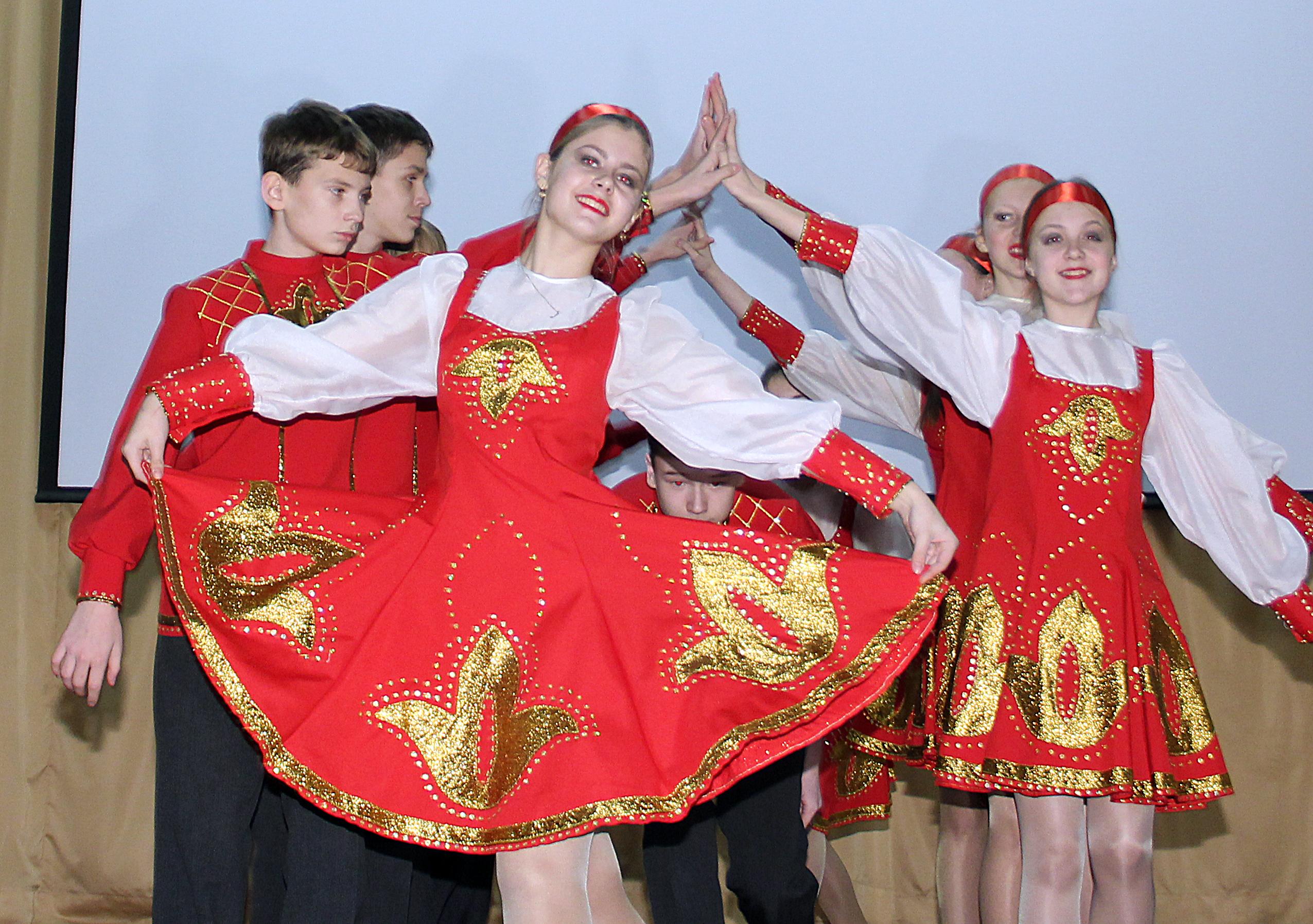 сваленные русский народный костюм для танца картинки выберите понравившееся фото